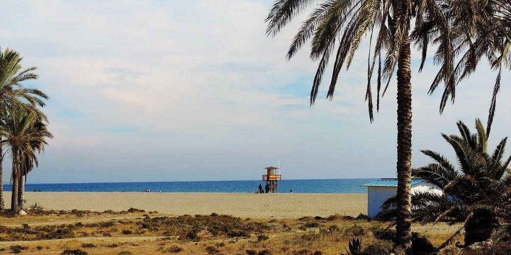Vera playa apartamento en  Urb. Playas del Sur.
